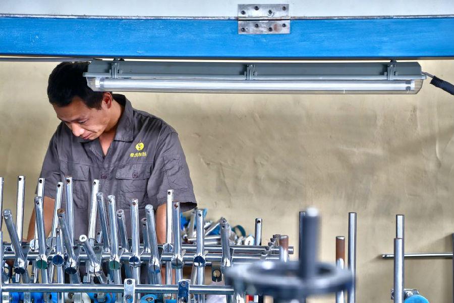 陕西壁虎环保科技有限公司厂区工人